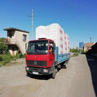 Перевозка-стройматериалов-боротовыми-машинами